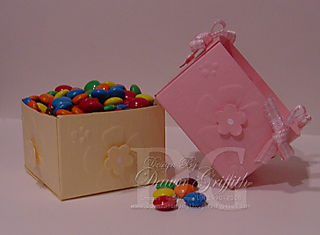 Dry embossed 2-4-6-8 Mini treat box